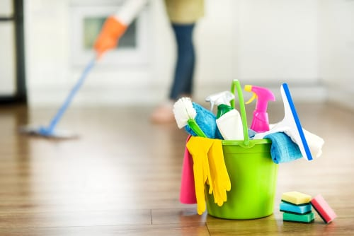 How To Decide If You Need A Professional House Cleaning Service