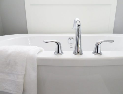 How to Clean a Bathtub with Natural Cleaners
